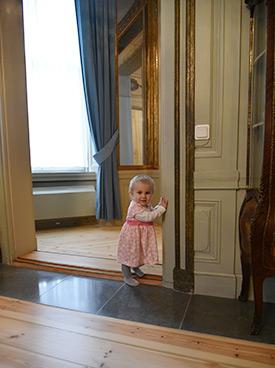 Izabela Karlsson, barnbarn till Svenolof Karlsson, fann sig väl tillrätta i residensets lokaler.