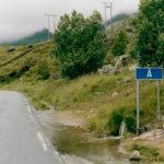 Byn Å är slutstation när man åker bil ut på Lofoten. Första gången jag åkte till Å från Narvik var avståndet 430 kilometer. Nu har man genom nya tunnlar fått ner avståndet till 401 kilometer, men det är fortfarande världens vackraste väg.