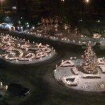 Usel bild tagen med mobilen genom hotellfönstret, men julbelysningen var imponerande i Alma Ata, Kazakstan.