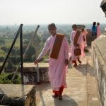 Blivande (?) nunnor uppe i en av Bagans pagoder, Burma.