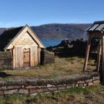 Tjodhilds kyrka, den första kristna kyrkan på den amerikanska kontinenten, stod här och finns numera uppförd som en replik. Qassiarsuk, Grönland.