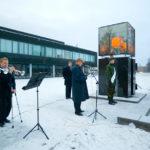Hallvars lykta, minnesmärke efter förre stadsdirektören Paul Hallvar, avtäcks. Tal hålls av Peter Boström.