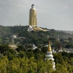 Världens högsta Buddha, sades det här, nära Monywa i Burma. Senare har jag hört att Kina numera har rekordet i fråga om höga buddhor.