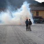 Det är helg i Ollantaytambo, Peru, den enda stad från inkatiden som fortfarande är bebodd, och då sparas inte på smällare.