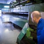 Hälften av all världens starkström går genom kondensatorer med folie från Rani Plast. En stor del av den plastfolien tillverkas här i Svit, Slovakien. Foto: Mikael Nybacka.