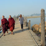 Världens längsta teakbro, 1800 meter, nära Amarapura, en gång Burmas huvudstad.
