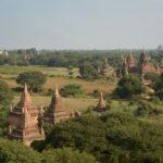 Pagoder i alla väderstreck. Det lär finnas 2500 i Mandalayområdet, Burma.