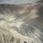 Världens största öppna koppargruva, 850 meter djup, i nordliga Chile. De vansinnigt stora gruvtruckarna såg ut som leksaker.