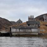 Mängden av öar i Godthåbsfjorden, på grönländska Kangersuneq, är förvirrande. Övergivna byggnader berättar en historia.
