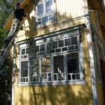 Mitt favoritställe på jorden. Mitt hus, byggt av min farfarsfar, under ommålning av min far. Hans ålder, här 90 år, inget hinder.