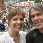 Hustrun Angela och jag på välkänd plats i Rom.