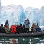 Närstudium av Monacoglaciären på västsidan av Svalbard.