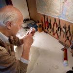 Mats G. Larsson, ingenjör, arkeolog och författare till viktiga böcker om vikingarna, i sitt laboratorium i källaren i Vattholma, strax norr om Uppsala. Hans hypotes är att nordbornas Vinland kan lokaliseras till Chegoggin på Nova Scotia.
